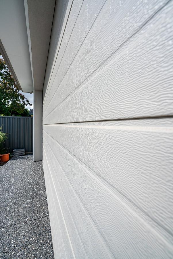 Panel lift-safe garage door, sectional garage door, Slimline, Surfmist®