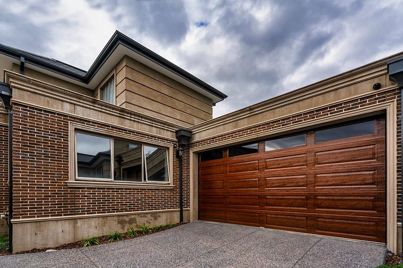 Panel Lift-safe garage door, sectional garage door, Lincoln Panel (woodgrain), Timber FX, plain windows