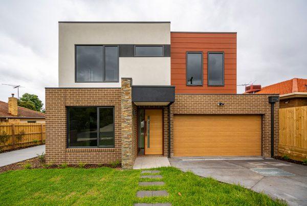 Panel lift-safe Garage Door, SlimlineEssence Timber finish by UniCote® LUX, Victorian Ash